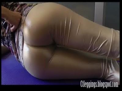 Shiny leggings and cameltoe fetish !