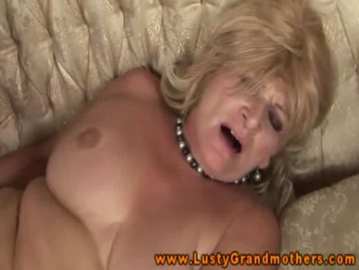 Amatuer mature grandma gets fucked
